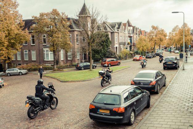 Motorrijders in dagelijks verkeer.
