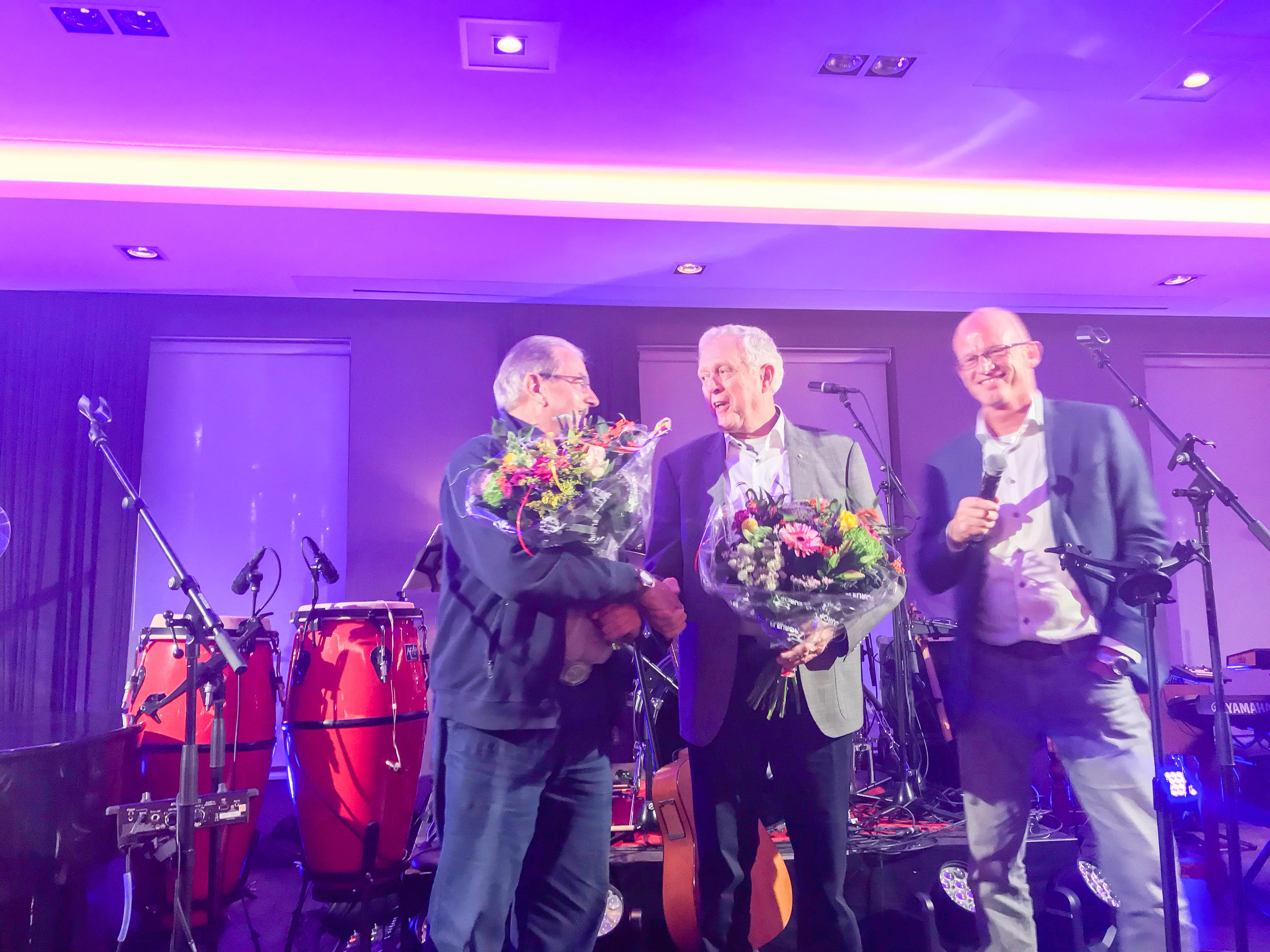 Dolf Wijkamp (l), Martin de Graaf (midden) en KNMV-voorzitter Jan Wilms