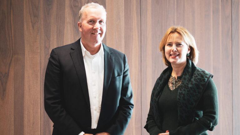 KNMV-directeur Patrice Assendelft en minister Cora van Nieuwenhuizen