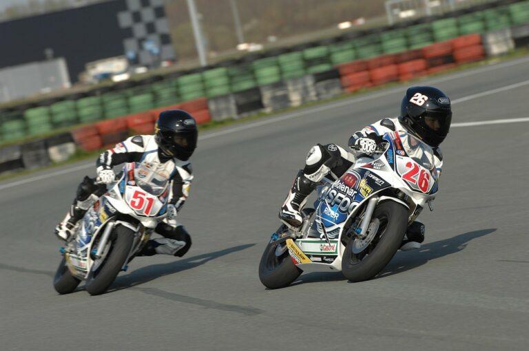 Riccardo Bosgraaf (26) en Alec Willemen (51) in de nieuwe Molenaar NSF100 Cup-kleuren (foto: Mariska Grob / Motografie)